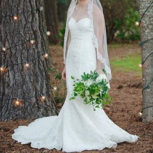 Ivory Lace Wedding Gown Size 2